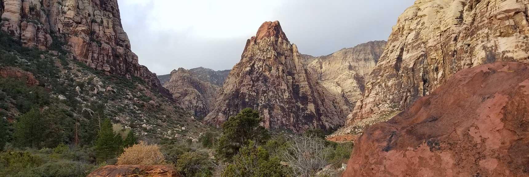 Mescalito Peak Dividing Pine Creek Canyon, Rock National Park, Nevada