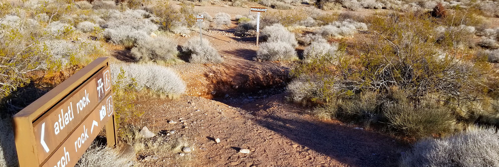 Trailhead for Pinnacles Loop Trail in Valley of Fire State Park, Nevada