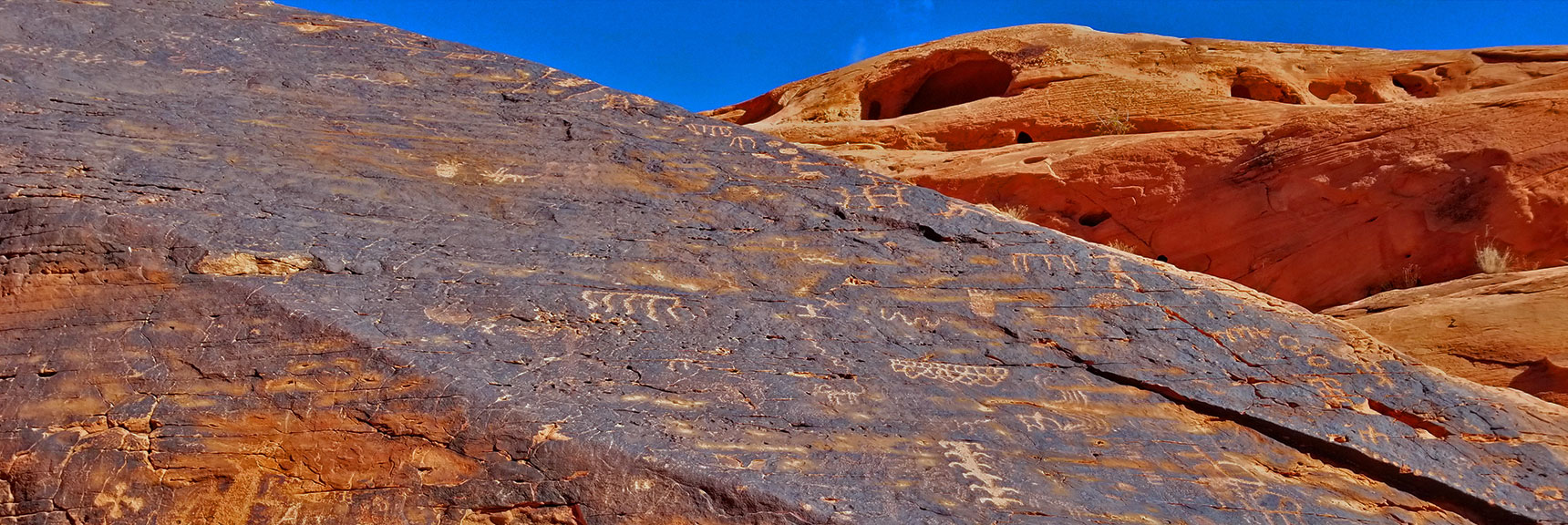 Petroglyphs on Mouse's Tank Trail in Valley of Fire State Park, Nevada, Slide 7