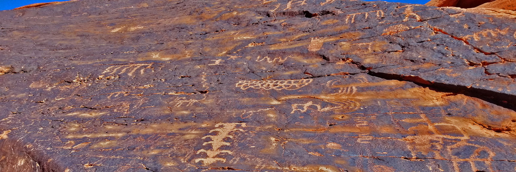 Petroglyphs on Mouse's Tank Trail in Valley of Fire State Park, Nevada, Slide 11