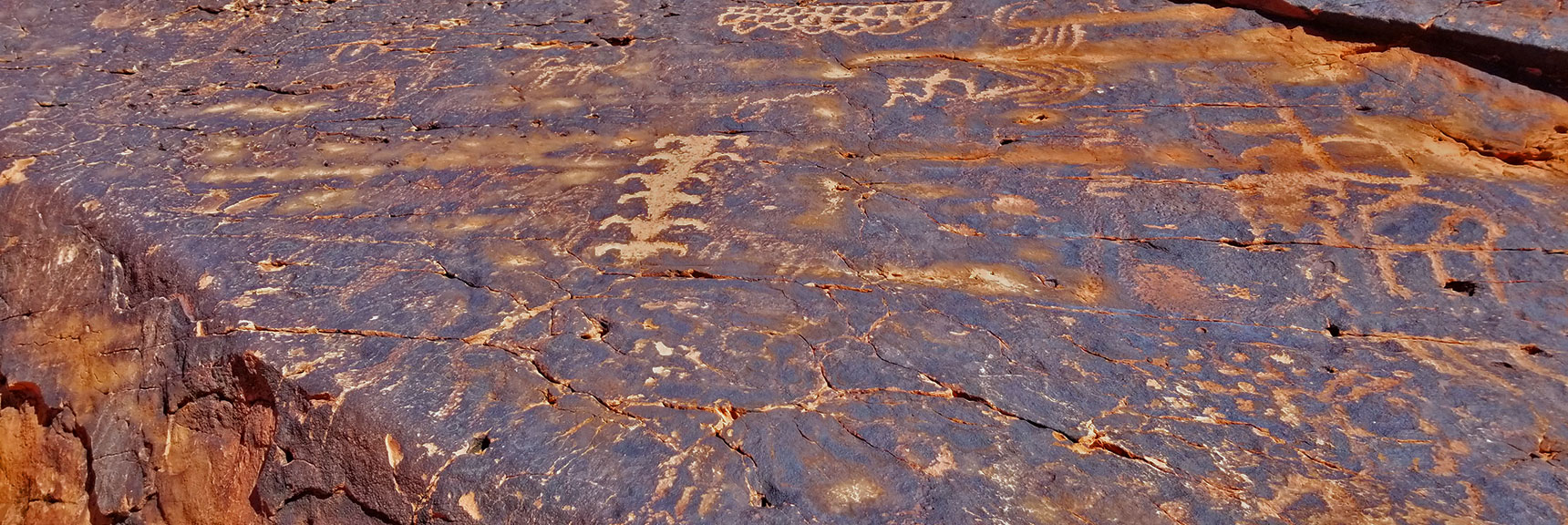 Petroglyphs on Mouse's Tank Trail in Valley of Fire State Park, Nevada, Slide 12