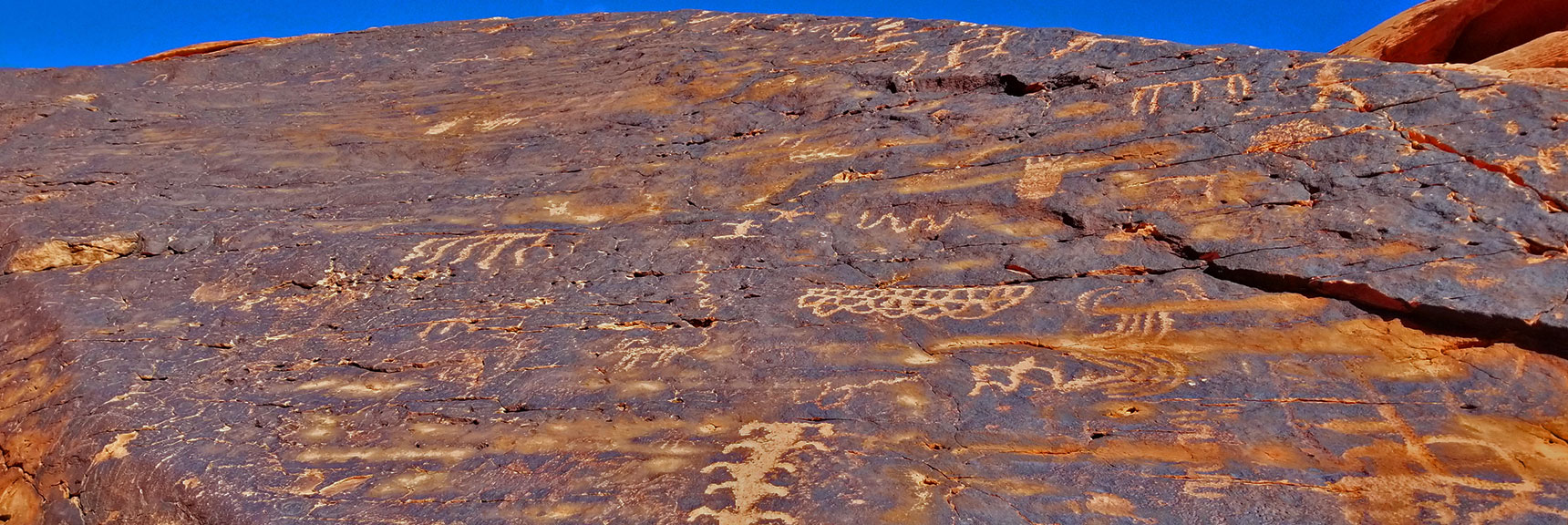 Petroglyphs on Mouse's Tank Trail in Valley of Fire State Park, Nevada, Slide 10