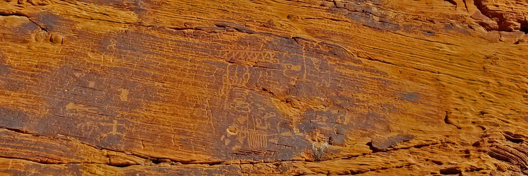 Petroglyphs on Mouse's Tank Trail in Valley of Fire State Park, Nevada, Slide 17