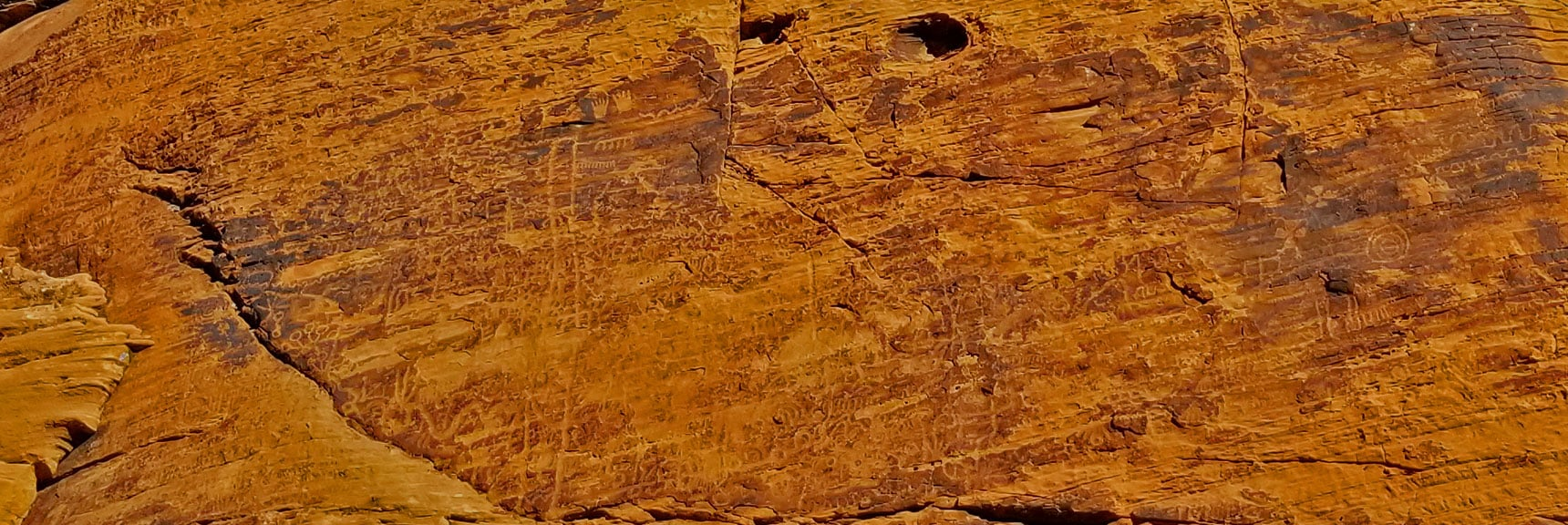 Petroglyphs on Mouse's Tank Trail in Valley of Fire State Park, Nevada, Slide 25