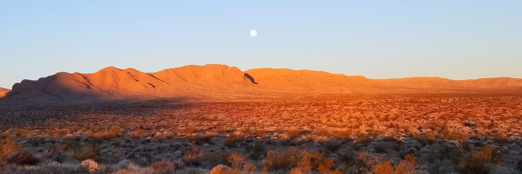 Moonset Seen From the Trailhead for Prospect Trail in Valley of Fire State Park, Nevada