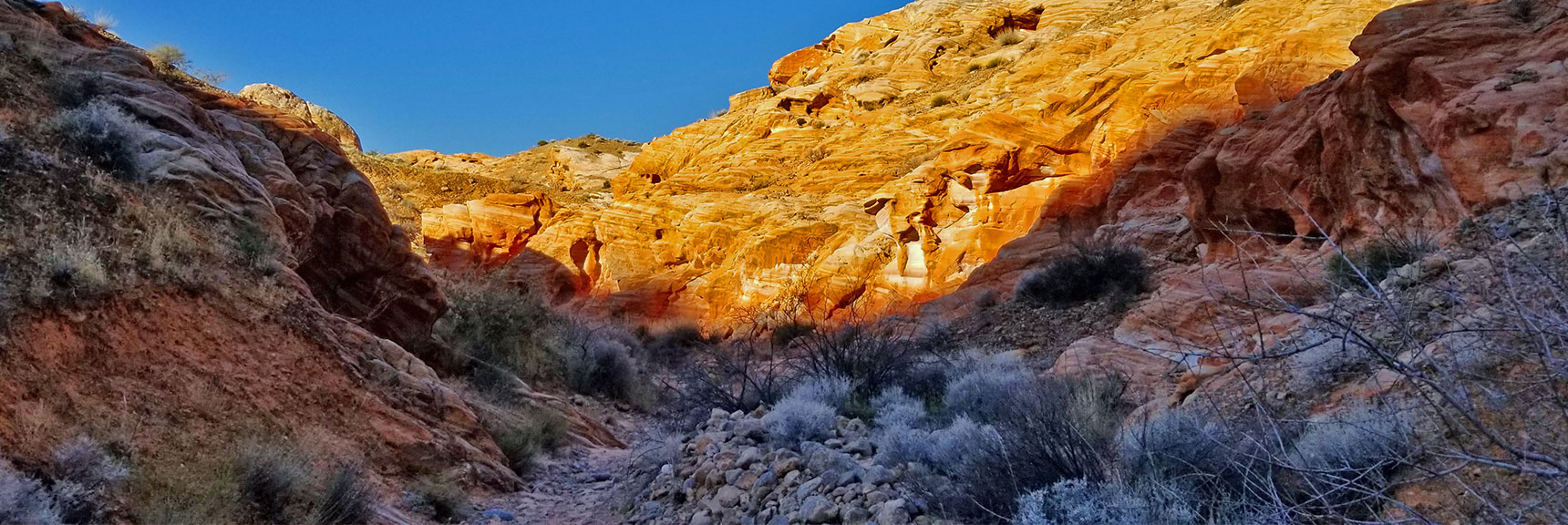 Descending Through the Northern Canyon Wash on Prospect Trail in Valley of Fire State Park, Nevada