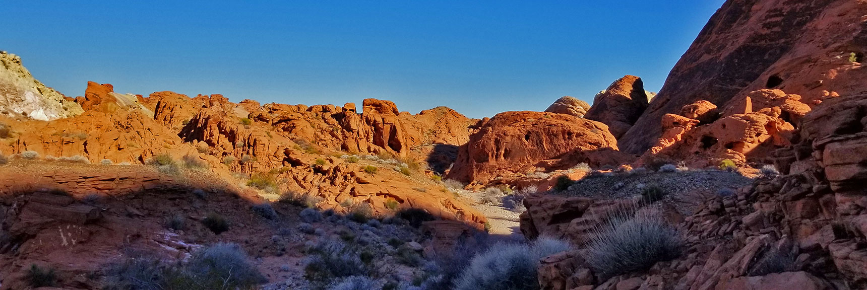 Descending the Northern Canyon Wash Toward White Domes Loop on Prospect Trail in Valley of Fire State Park, Nevada
